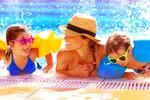 Rodina v bazéne