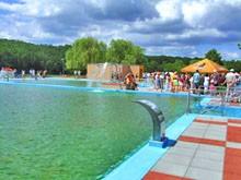 bazén s vodními atrakcemi